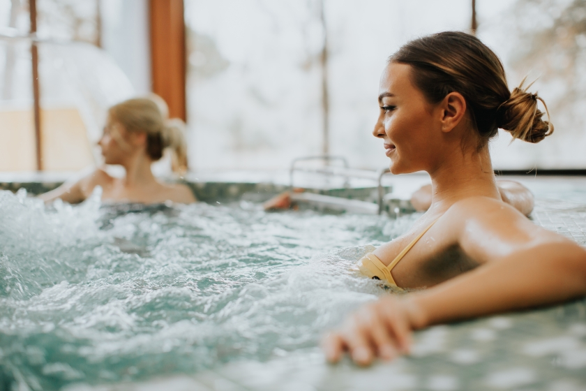 Pretty,Young,Woman,Relaxing,In,The,Whirlpool,Bathtub